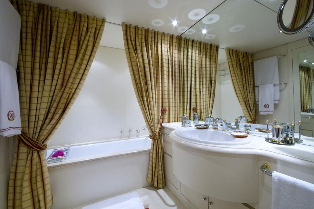 Whispers - Luxury Motor Yacht For Sale - 1 MASTER CABIN - Img 4 | C&N