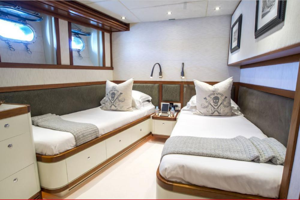 ZULU - Luxury Motor Yacht For Charter - Twin Cabin with pullman - Img 1 | C&N