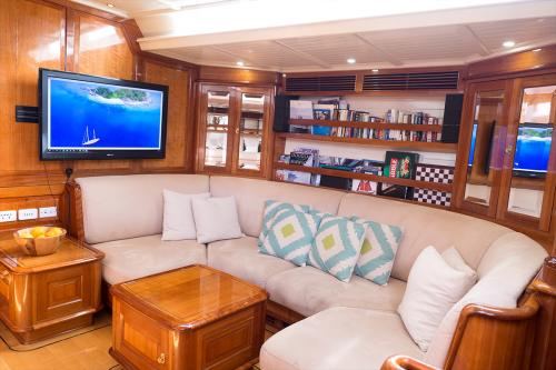 APHRODITE - Luxury Sailing Yacht For Charter - Interior Design - Img 3 | C&N