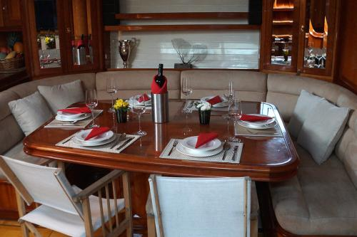 APHRODITE - Luxury Sailing Yacht For Charter - Interior Design - Img 2 | C&N