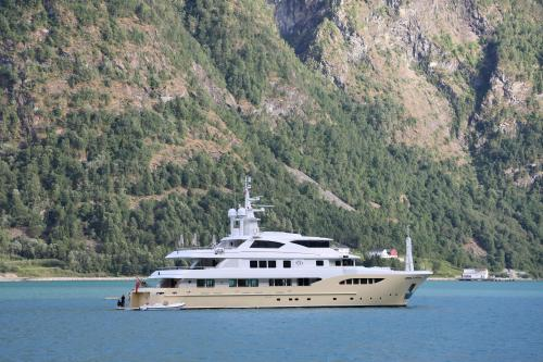 JADE 959 - Luxury Motor Yacht for Sale | C&N