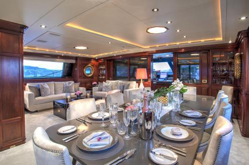 BLUSH - Luxury Sailing Yacht For Charter - Interior Design - Img 2 | C&N