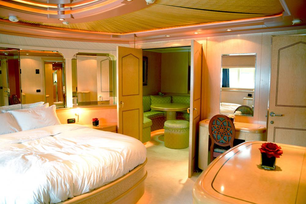 HAPPY LIFE - Luxury Motor Yacht For Sale - MASTER CABIN - Img 1 | C&N