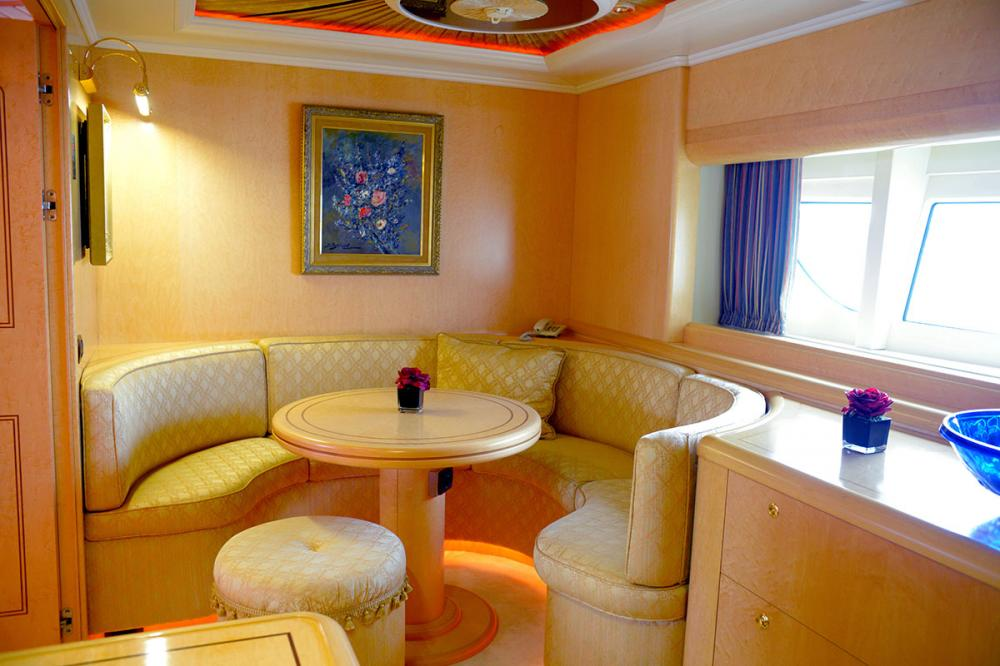 HAPPY LIFE - Luxury Motor Yacht For Sale - MASTER CABIN - Img 2 | C&N
