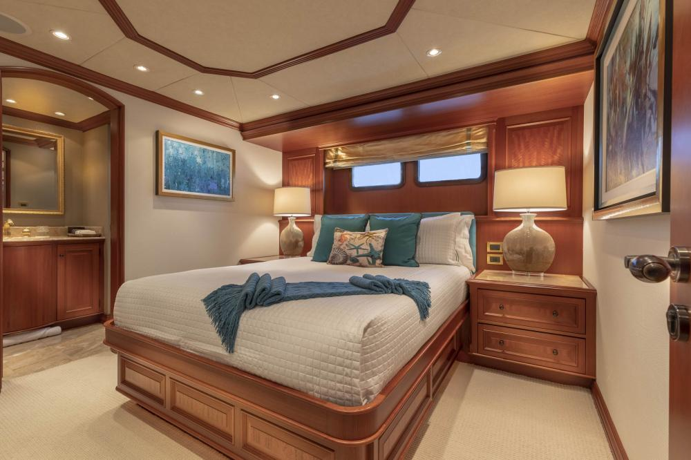 PURE BLISS - Luxury Motor Yacht For Charter - 3 Double Guest Staterooms - Img 3 | C&N