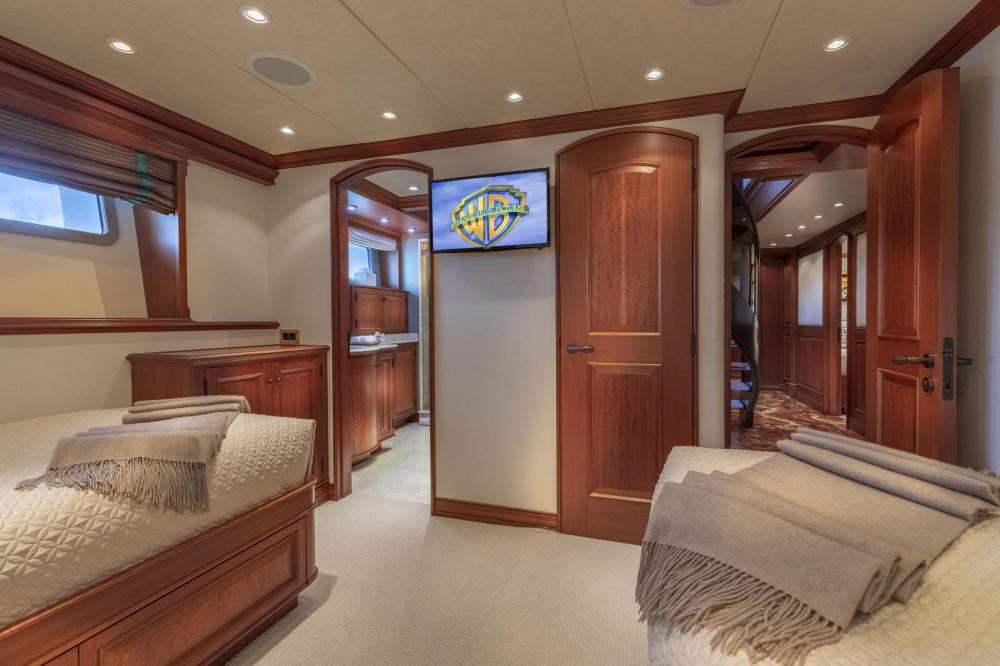 PURE BLISS - Luxury Motor Yacht For Charter - 2 Twin Guest Staterooms - Img 2 | C&N