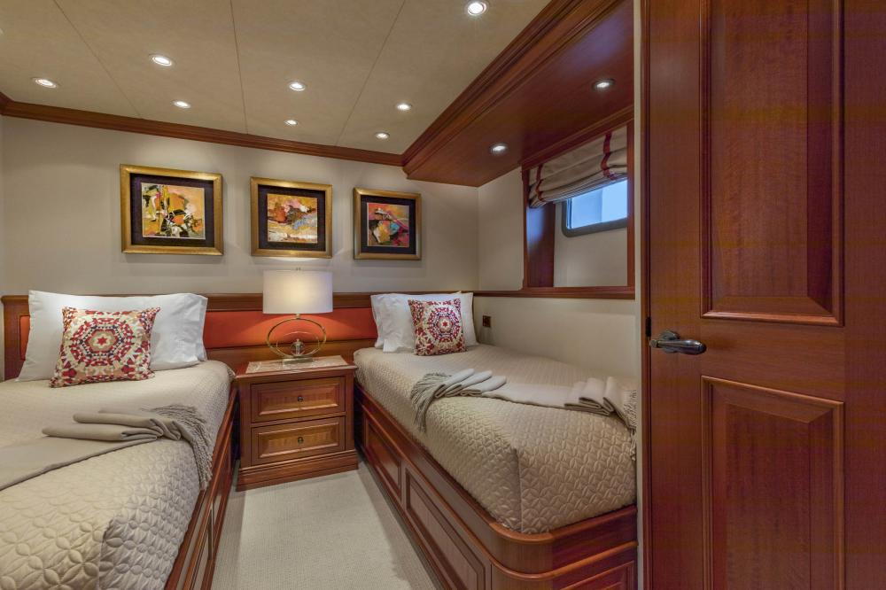 PURE BLISS - Luxury Motor Yacht For Charter - 2 Twin Guest Staterooms - Img 5 | C&N