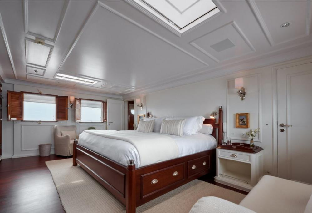 HAIDA 1929 - Luxury Motor Yacht For Charter - Master deck: 1 kind size bed + shower/hammam + tub - Img 1 | C&N
