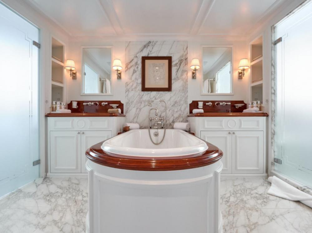 HAIDA 1929 - Luxury Motor Yacht For Charter - Master deck: 1 kind size bed + shower/hammam + tub - Img 2 | C&N