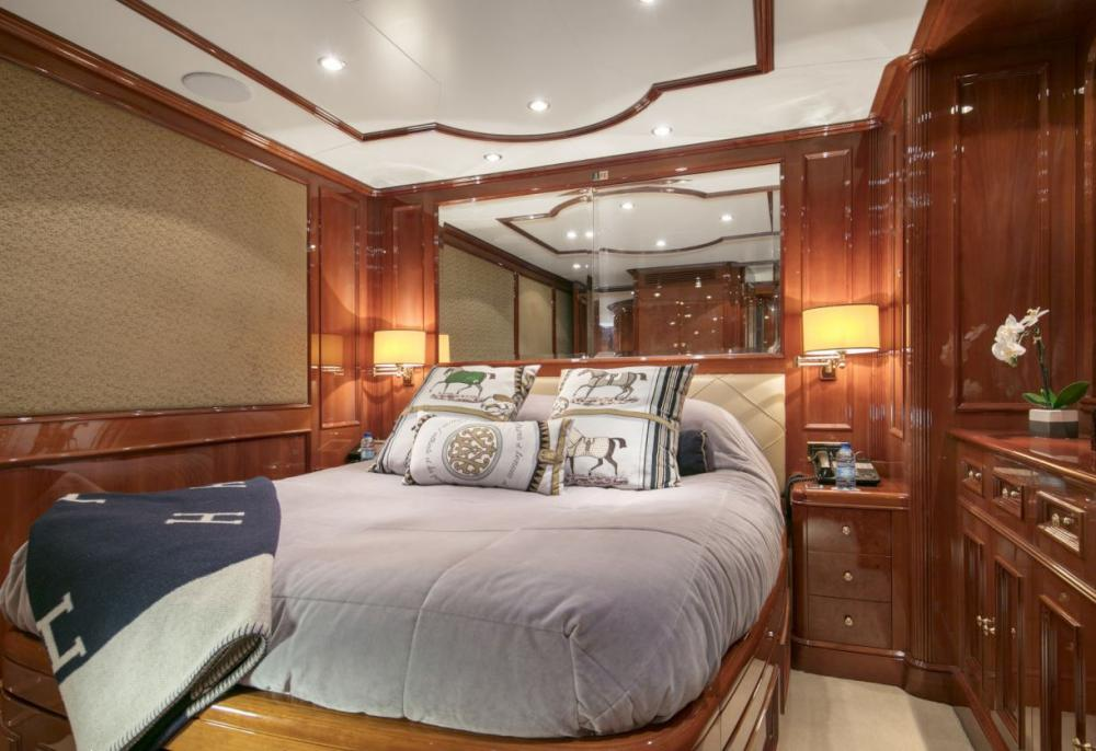 DXB - Luxury Motor Yacht For Charter - 3 Double Cabins with ensuite - Img 1 | C&N