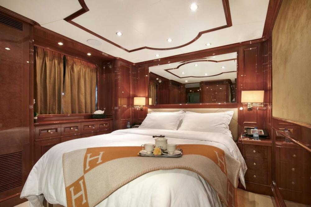 DXB - Luxury Motor Yacht For Charter - 3 Double Cabins with ensuite - Img 2 | C&N