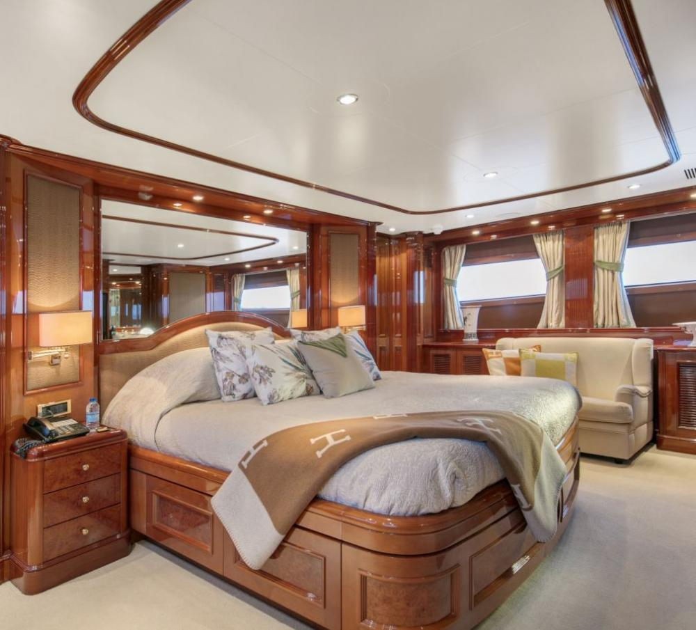 DXB - Luxury Motor Yacht For Charter - 3 Double Cabins with ensuite - Img 4 | C&N