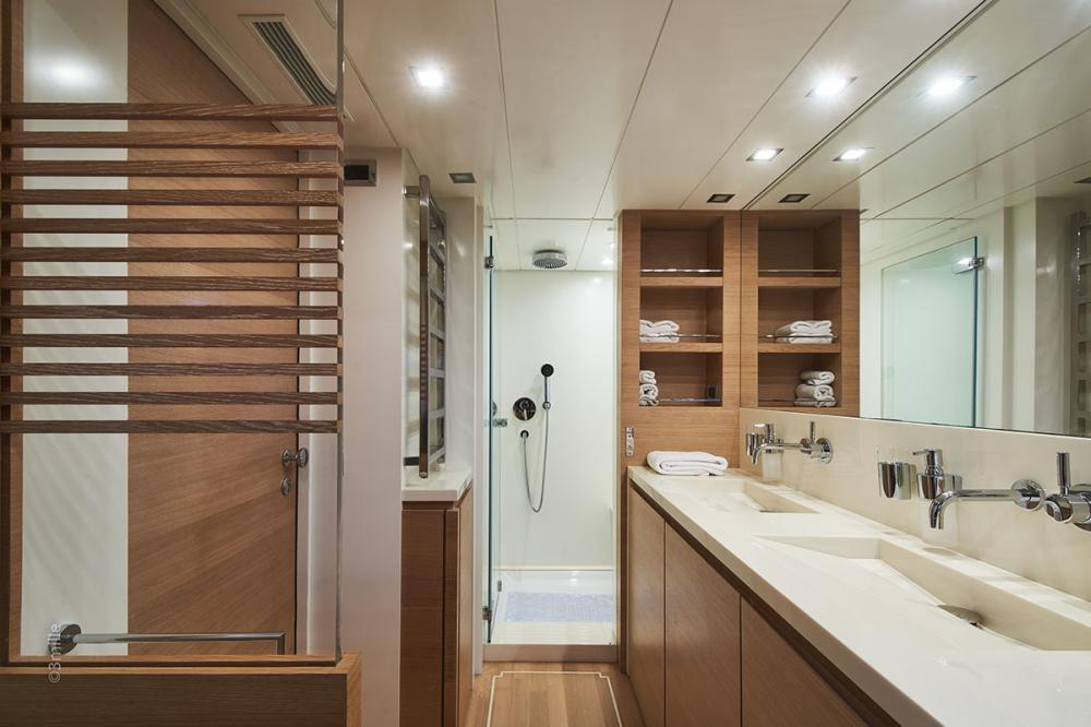 HUMMINGBIRD - Luxury Motor Yacht For Charter - Master Cabin - Img 3 | C&N