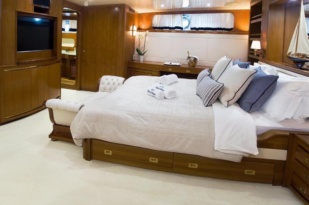 WIND OF FORTUNE - Luxury Motor Yacht For Charter - VIP cabin - Img 2 | C&N