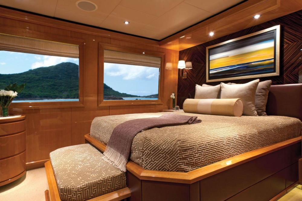 IMPROMPTU - Luxury Motor Yacht For Charter - VIP Suite - Img 1 | C&N