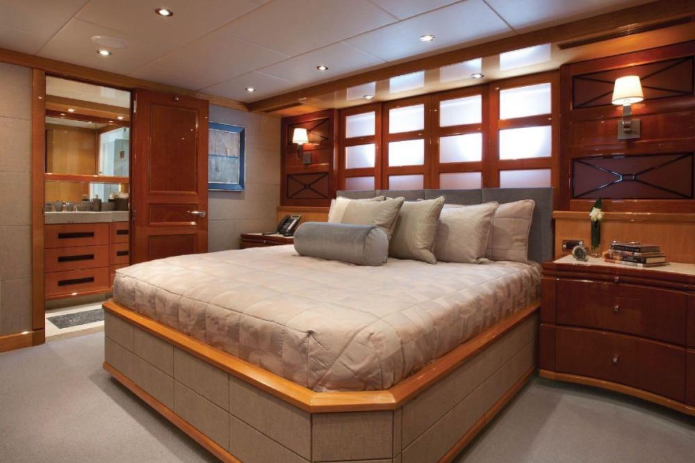 IMPROMPTU - Luxury Motor Yacht For Charter - Three King Cabins - Img 1 | C&N