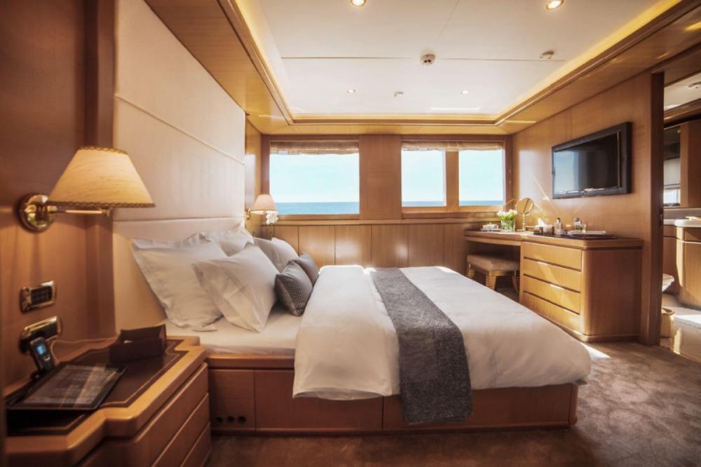 OASIS - Luxury Motor Yacht For Charter - VIP Cabin - Img 1 | C&N