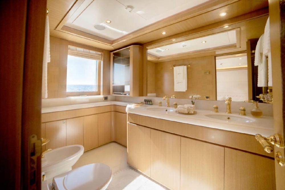 OASIS - Luxury Motor Yacht For Charter - VIP Cabin - Img 2 | C&N