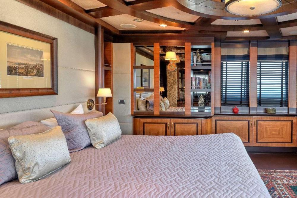 SERENITY II - Luxury Motor Yacht For Charter - Two Queen Cabins - Img 1 | C&N