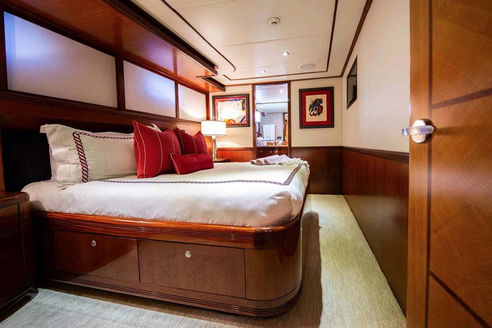 JUST ENOUGH - Luxury Motor Yacht For Charter - Two Queen Staterooms - Img 2 | C&N