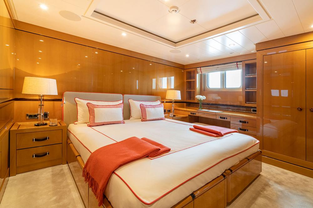 SERENITY J - Luxury Motor Yacht For Charter - 5 GUEST CABINS - Img 4 | C&N