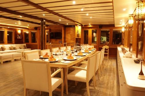 LAMIMA - Luxury Sailing Yacht For Charter - Interior Design - Img 2 | C&N