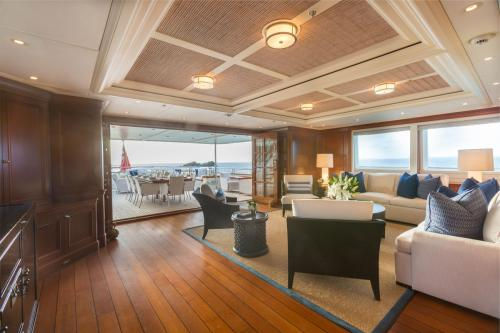 Fabulous Character - Luxury Motor Yacht For Charter - Interior Design - Img 4 | C&N