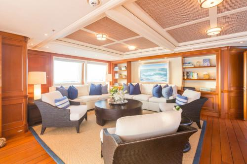 Fabulous Character - Luxury Motor Yacht For Charter - Interior Design - Img 5 | C&N