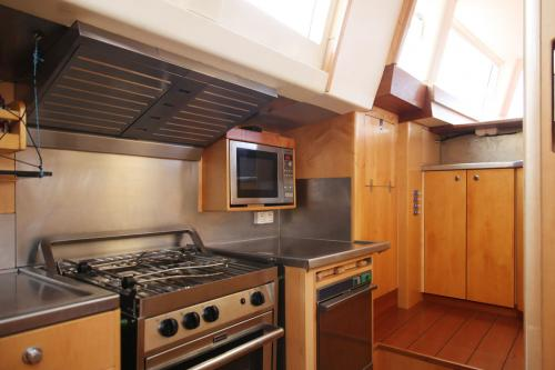 BAMBOCHIP - Luxury Sailing Yacht For Sale - Interior Design - Img 4 | C&N