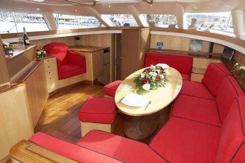 BAMBOCHIP - Luxury Sailing Yacht For Sale - Interior Design - Img 1 | C&N