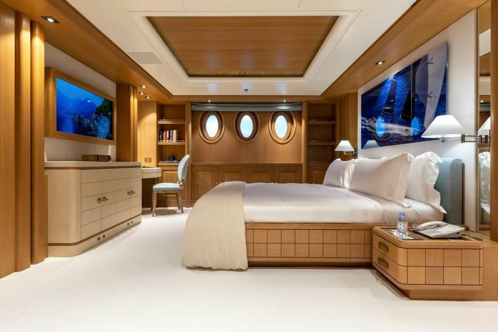 DEJA TOO - Luxury Motor Yacht For Charter - Single Cabin with pullman - Img 3 | C&N