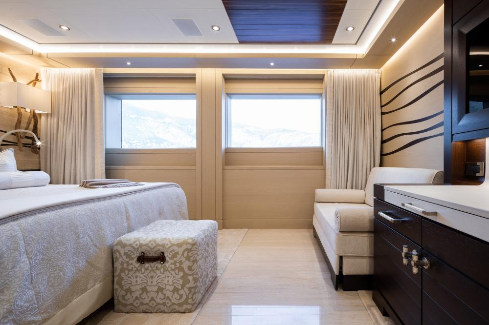 TRANQUILITY - Luxury Motor Yacht For Charter - 3 DOUBLE CABINS - Img 5 | C&N