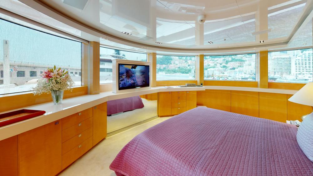 LA PELLEGRINA - Luxury Motor Yacht For Charter - Full Beam VIP Cabin + Four Guest Suites - Img 3 | C&N