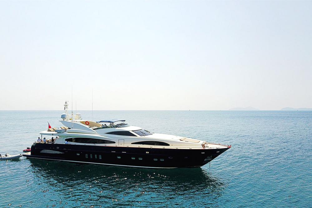 BLOSSON - Luxury Motor Yacht for Sale | C&N