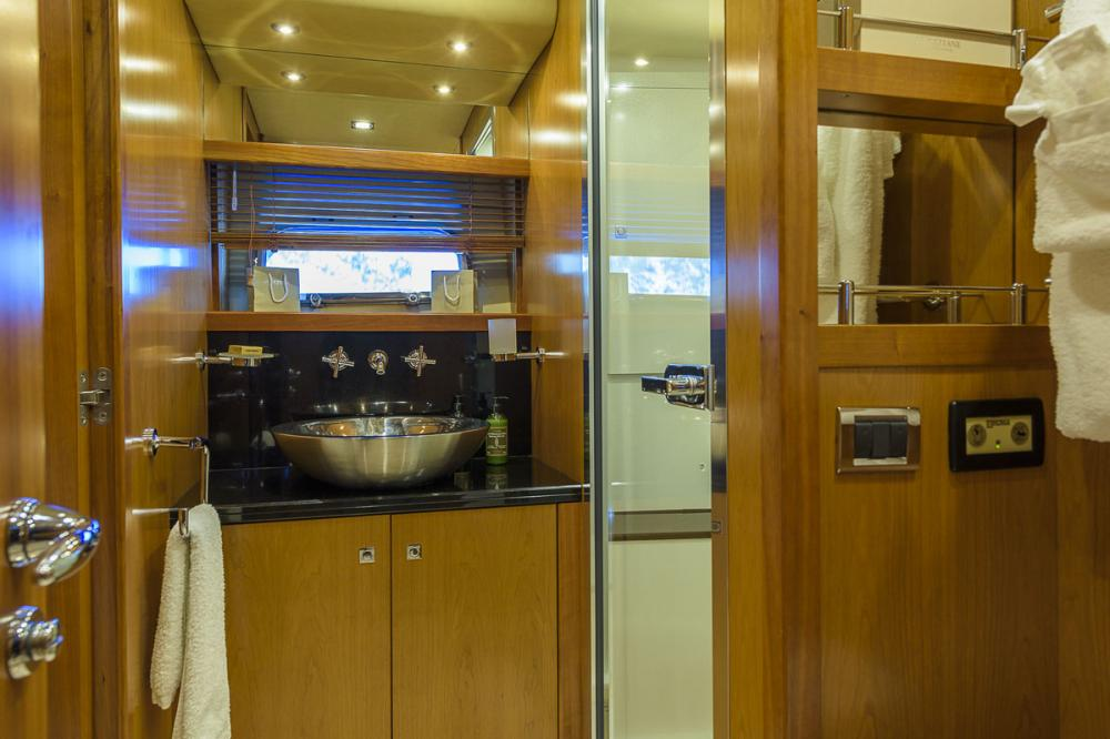 CASINO ROYALE - Luxury Motor Yacht For Charter - 1 DOUBLE CABIN - Img 2 | C&N