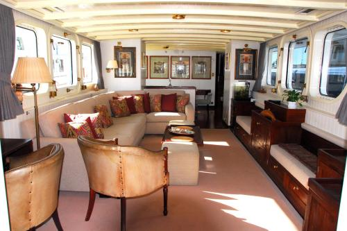 ALEXANDRIA - Luxury Motor Yacht For Sale - Interior Design - Img 1 | C&N