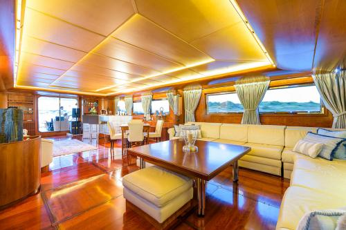 CD TWO - Luxury Motor Yacht For Charter - Interior Design - Img 2 | C&N