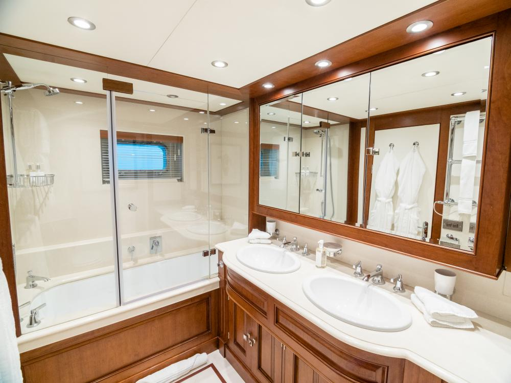 CHESELLA - Luxury Motor Yacht For Charter - 1 MASTER CABIN - Img 2 | C&N
