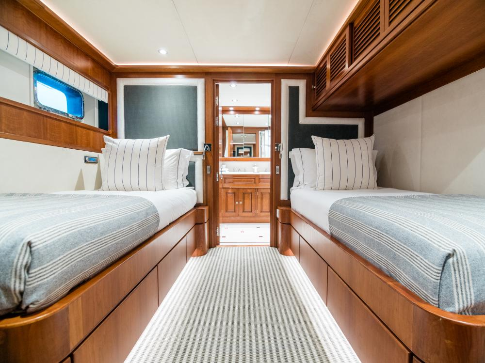 CHESELLA - Luxury Motor Yacht For Charter - 2 TWIN CABINS - Img 2 | C&N