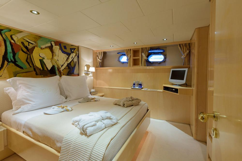 CD TWO - Luxury Motor Yacht For Charter - 2 DOUBLE CABINS - Img 2 | C&N